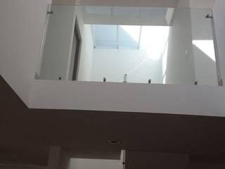 Barranca del Refugio dos Pasillos, vestíbulos y escaleras modernos de ALVARO CARRILLO arquitecto Moderno