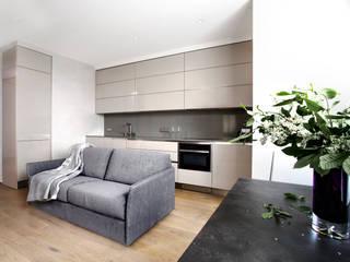 Гостиная-кухня-столова: Гостиная в . Автор – background архитектурная студия