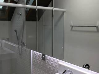 Modern bathroom by Suelen Kuss Arquitetura e Interiores Modern