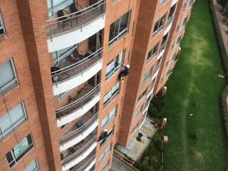 Interventoría Mantenimiento y Lavado de Fachadas Casas de estilo clásico de CONSTRUCCIONES 2AM S.A.S. Clásico
