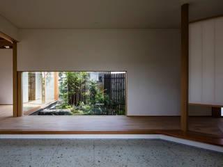乗松得博設計事務所 Modern corridor, hallway & stairs Stone Green