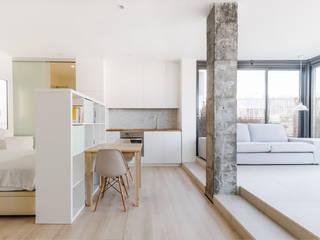 COCINA - SALA: Cocinas de estilo  de MIREIA PIQUÉ.........asesora, home personal shopper y personal shopper inmobiliario