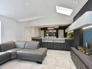 Mr & Mrs Marshall's kitchen:  Kitchen by Diane Berry Kitchens