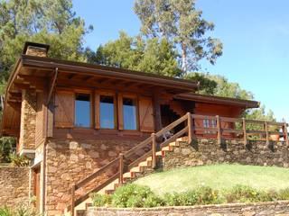 RUSTICASA | 100 projetos | Portugal + Espanha: Casas de madeira  por Rusticasa,Rústico Madeira maciça Multicolor