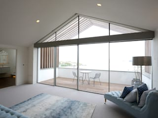 Moonstone Minimalist bedroom by IQ Glass UK Minimalist