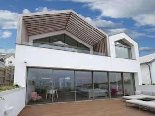 Moonstone IQ Glass UK Minimalist houses