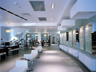 Optivisão Campo Pequeno: Lojas e espaços comerciais  por Tutiobra Sociedade Técnica de Construções Unipessoal, Lda,Moderno