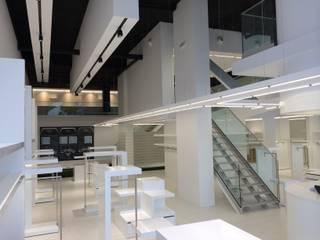 Fairway+Blue Store, Puerto Banus, Marbella.: Lojas e espaços comerciais  por Tutiobra Sociedade Técnica de Construções Unipessoal, Lda