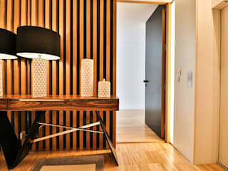 Grupo HC Modern corridor, hallway & stairs
