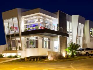 FACHADA PRINCIPAL 2: Espaços comerciais  por Marcio Pedrico Arquitetura e Interiores