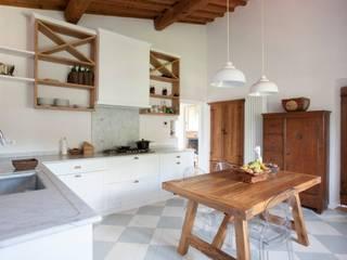 Rustic style kitchen by Falegnameria Grelli Danilo Rustic