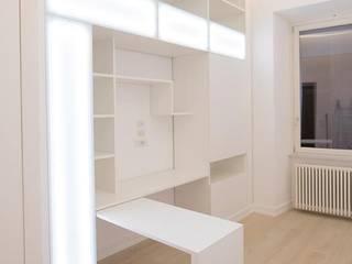 Modern corridor, hallway & stairs by Falegnameria Grelli Danilo Modern