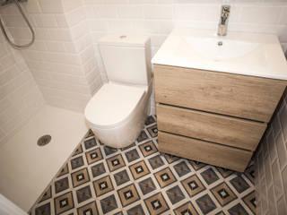 Baño suite Baños de estilo moderno de Grupo Inventia Moderno Azulejos