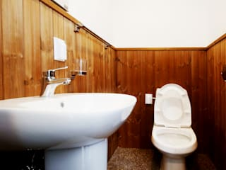 Modern bathroom by 공간제작소(주) Modern