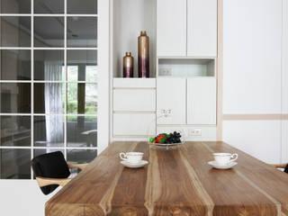 Modern dining room by 築一國際室內裝修有限公司 Modern