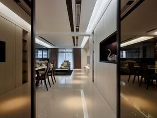 築一國際室內裝修有限公司 Pasillos, vestíbulos y escaleras clásicas