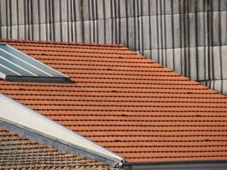 Remodelação Telhado Antigo: Casas  por OCCO