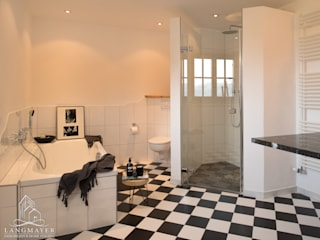 Baños de estilo  por Langmayer Immobilien & Home Staging