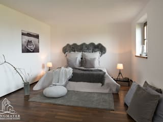 Dormitorios de estilo  por Langmayer Immobilien & Home Staging