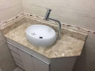 Reforma banheiros:   por Danielle David Arquitetura