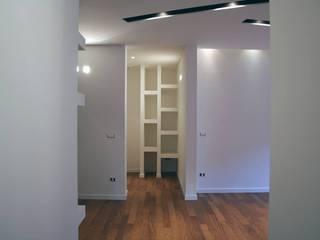 Moderner Flur, Diele & Treppenhaus von A2pa Modern