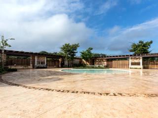 Plaza de Acceso a Chablé Resort Hoteles de estilo rústico de Central de Proyectos SCP Rústico