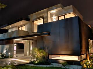 Fachada iluminada: Casas de estilo  por Lazza Arquitectos