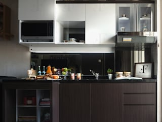 Multifunctional Modern Kitchen for Royal Mediterania Garden Residences Apartment:modern  oleh Flux Interior, Modern