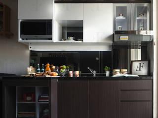 Multifunctional Modern Kitchen for Royal Mediterania Garden Residences Apartment:   by Flux Interior