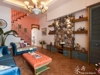 西班牙鄉村風格-透天別墅:  客廳 by 采荷設計(Color-Lotus Design)