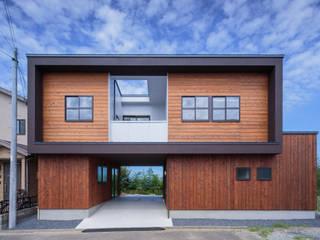 Casas de estilo ecléctico de 一級建築士事務所シンクスタジオ Ecléctico
