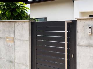 Rough elegance - Nowoczesne ogrodzenie Xcel: styl , w kategorii  zaprojektowany przez Xcel
