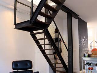 Verbouwing woning en ontwerp nieuwe stalen trap:  Woonkamer door NOV'82 Architecten, Industrieel