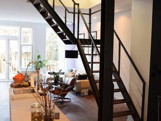 Verbouwing woning en ontwerp nieuwe stalen trap:  Keuken door NOV'82 Architecten, Industrieel