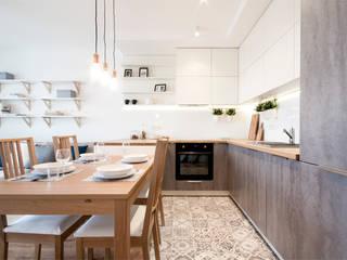 SKANDYNAWSKI STYL: styl , w kategorii Kuchnia zaprojektowany przez IDAFO projektowanie wnętrz i wykończenie