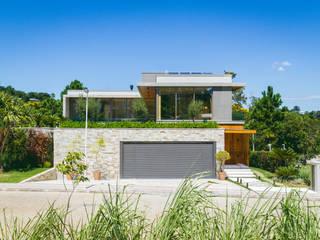 Modern home by Melo Mesquita Arquitetura Modern
