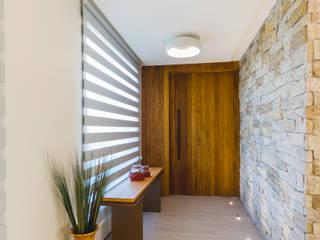 Modern Corridor, Hallway and Staircase by Melo Mesquita Arquitetura Modern