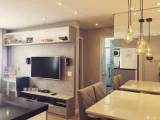 Sala de Jantar/TV: Salas de jantar  por Nataly Aguiar Interiores