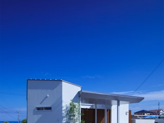 Casas modernas de 一級建築士事務所シンクスタジオ Moderno