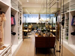 Show Room Douce Attitude: Espaços comerciais  por V.ARQ - Soluções em Arquitetura Corporativa,Eclético
