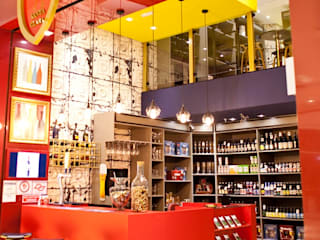 Vinheria Santa Clara: Shopping Centers  por V.ARQ - Soluções em Arquitetura Corporativa,Eclético