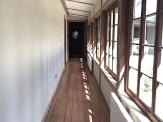 RENOarq Rustic style corridor, hallway & stairs Wood Wood effect