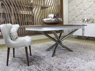 Mobiliário de sala de jantar: Salas de jantar  por Glim - Design de Interiores