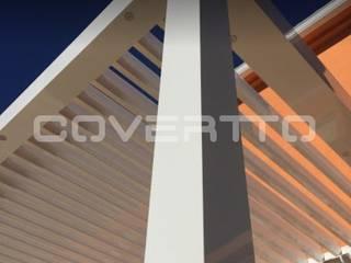 Pérgola Bioclimática Balcones y terrazas de estilo minimalista de COVERTTO Minimalista