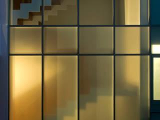Nhà phong cách tối giản bởi TaAG Arquitectura Tối giản