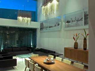 Phòng ăn phong cách tối giản bởi TaAG Arquitectura Tối giản