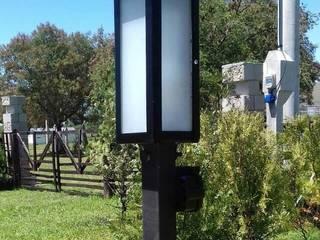 Farol marca sendero, incluye caño de un metro: Jardines de estilo  por Iluminacion creativa.