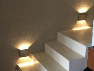 Aplique bidirecciona para interior: Pasillos y recibidores de estilo  por Iluminacion creativa.