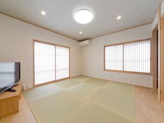 居心地のいい和風テイスト: 有限会社ミオ・デザインが手掛けた和室です。