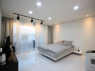 [신혼집인테리어] 서울 영등포 대림동 한솔솔파크 아파트인테리어 33PY: 디자인스튜디오 레브의  침실